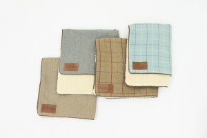 Ivy and Duke Blankets for Parkman George Luxury Wooden dog bed snuggles